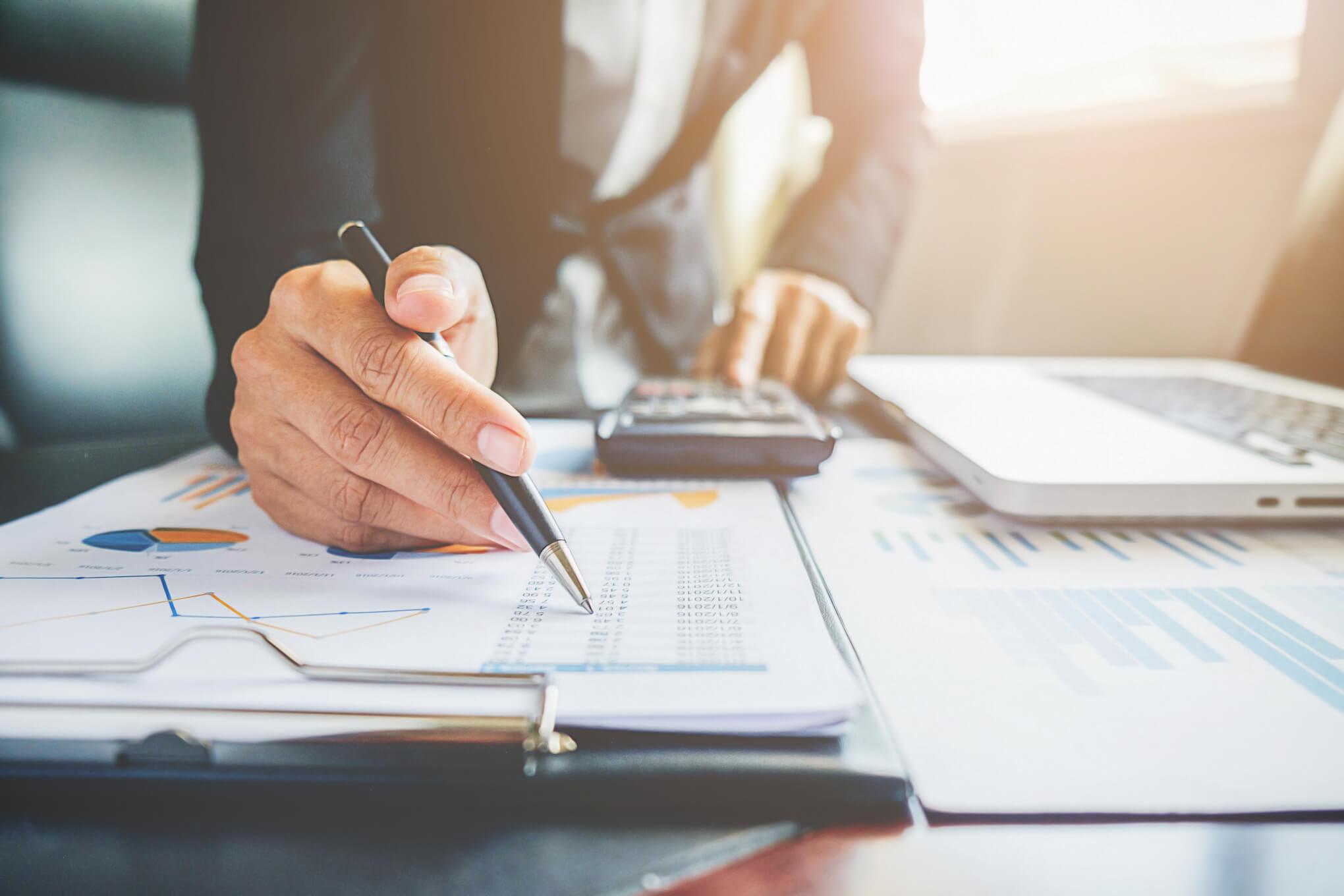 Verificarea unei firme online - Cum te poate ajuta?